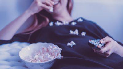MediaAnalyzer-Studien-Bachelorette-Wie-Show-und-Werbeumfeld-auf-die-Zielgruppe-wirken-Popcorn-fernsehen-Frau-TV