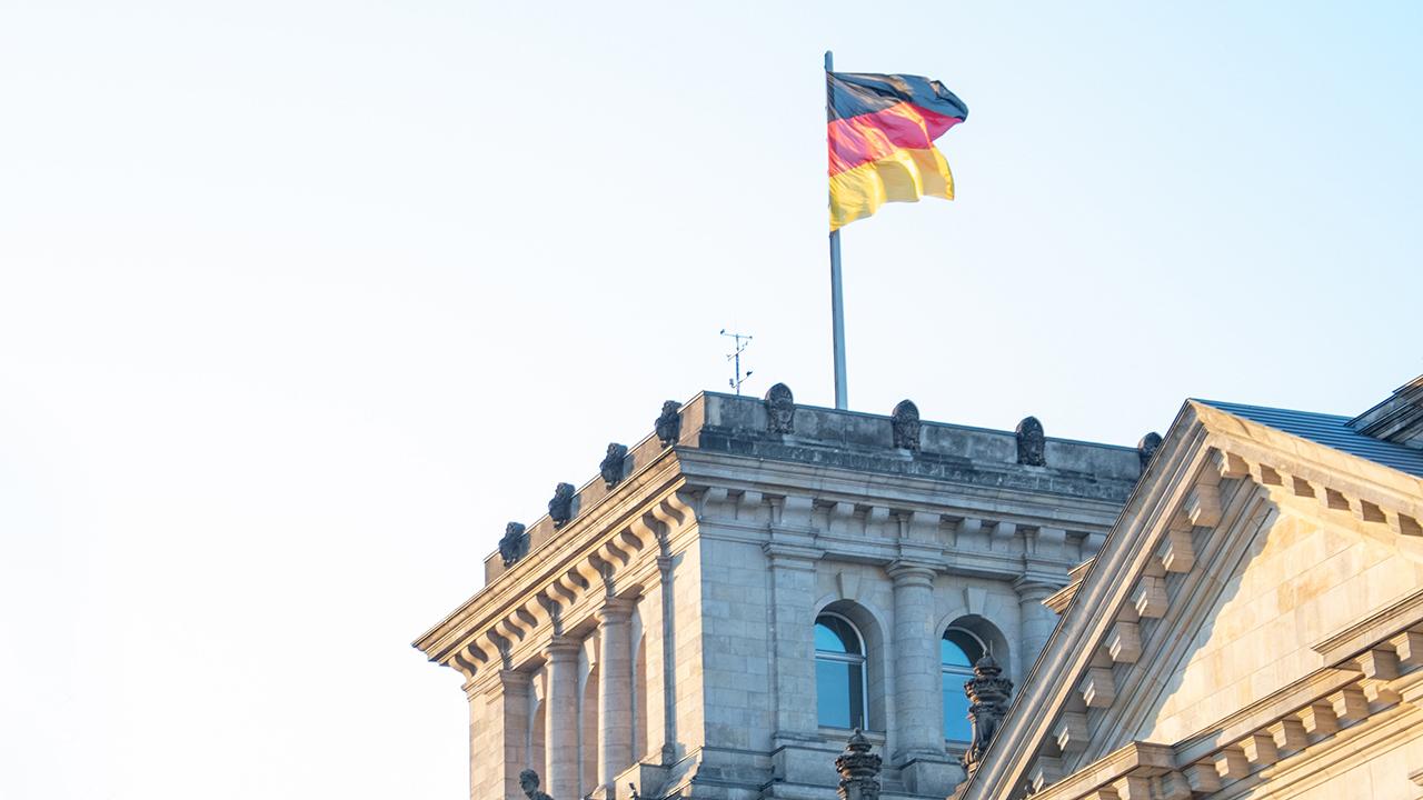 MediaAnalyzer-Studien-Partei-Slogan-Bundestagswahl-2017-Deutschland-Flagge
