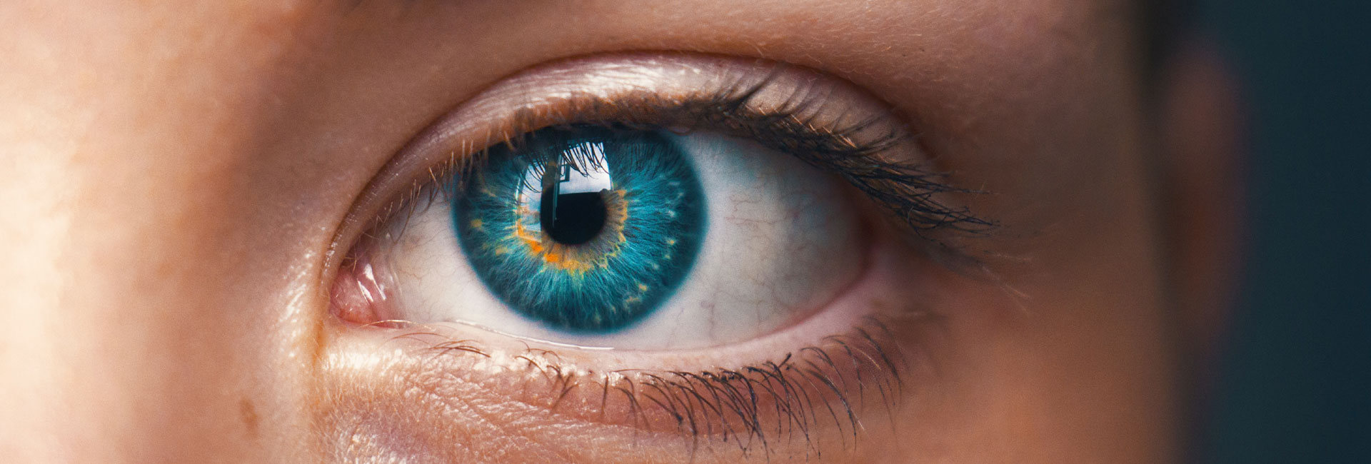 AttentionTracking-blue-eye-what-customers-really-see