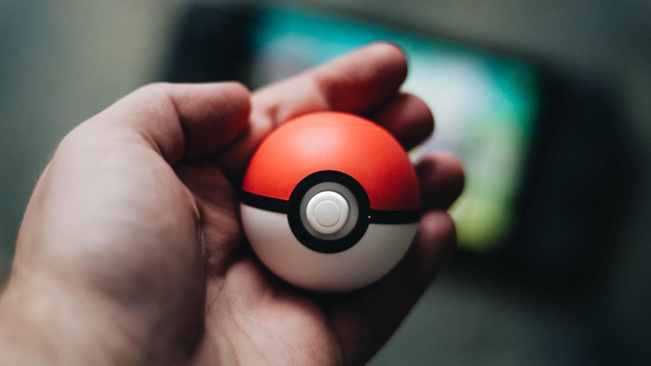 MediaAnalyzer-Studien-Meinungsbild-Pokemon-GO-App-Hand-Pokeball